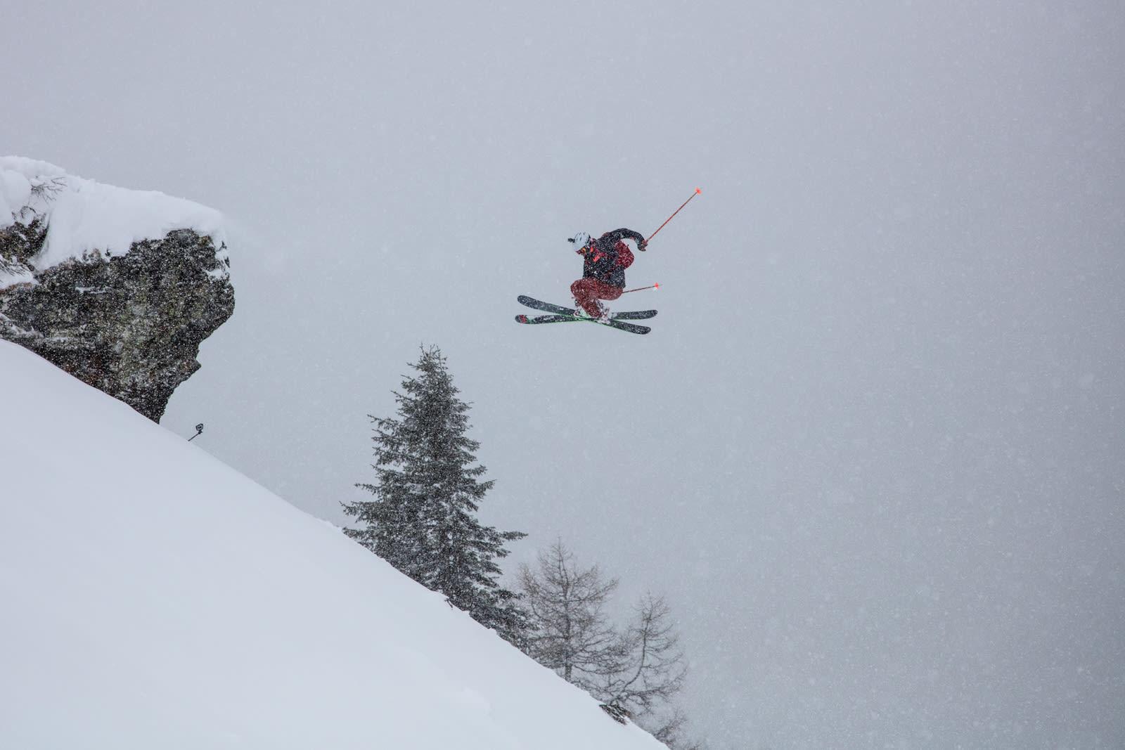 SIST VINTER: Øystein i aksjon i Sveits med Skipatruljen til Fri Flyt i fjor. I år hadde la han nesten hele sesongen til den sveitsiske destinasjonen. Foto: Bård Gundersen