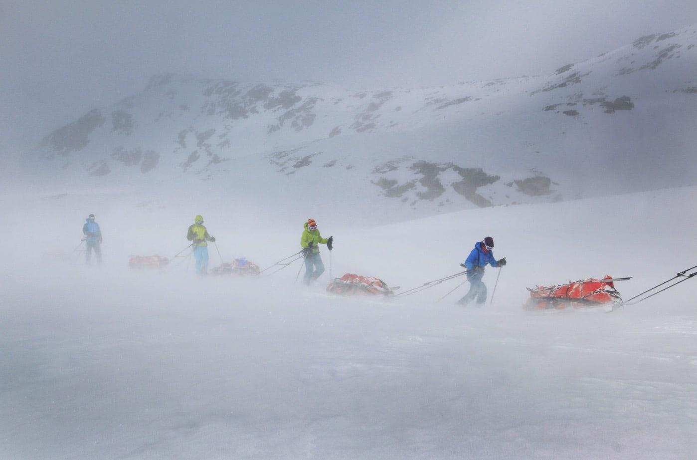JOTNENES RIKE: I 2014 fikk deltagerne kjenne på vær og vind på turen opp til Uranostind 2.157 moh i Jotunheimen, på grensen mellom Oppland og Sogn og Fjordane.