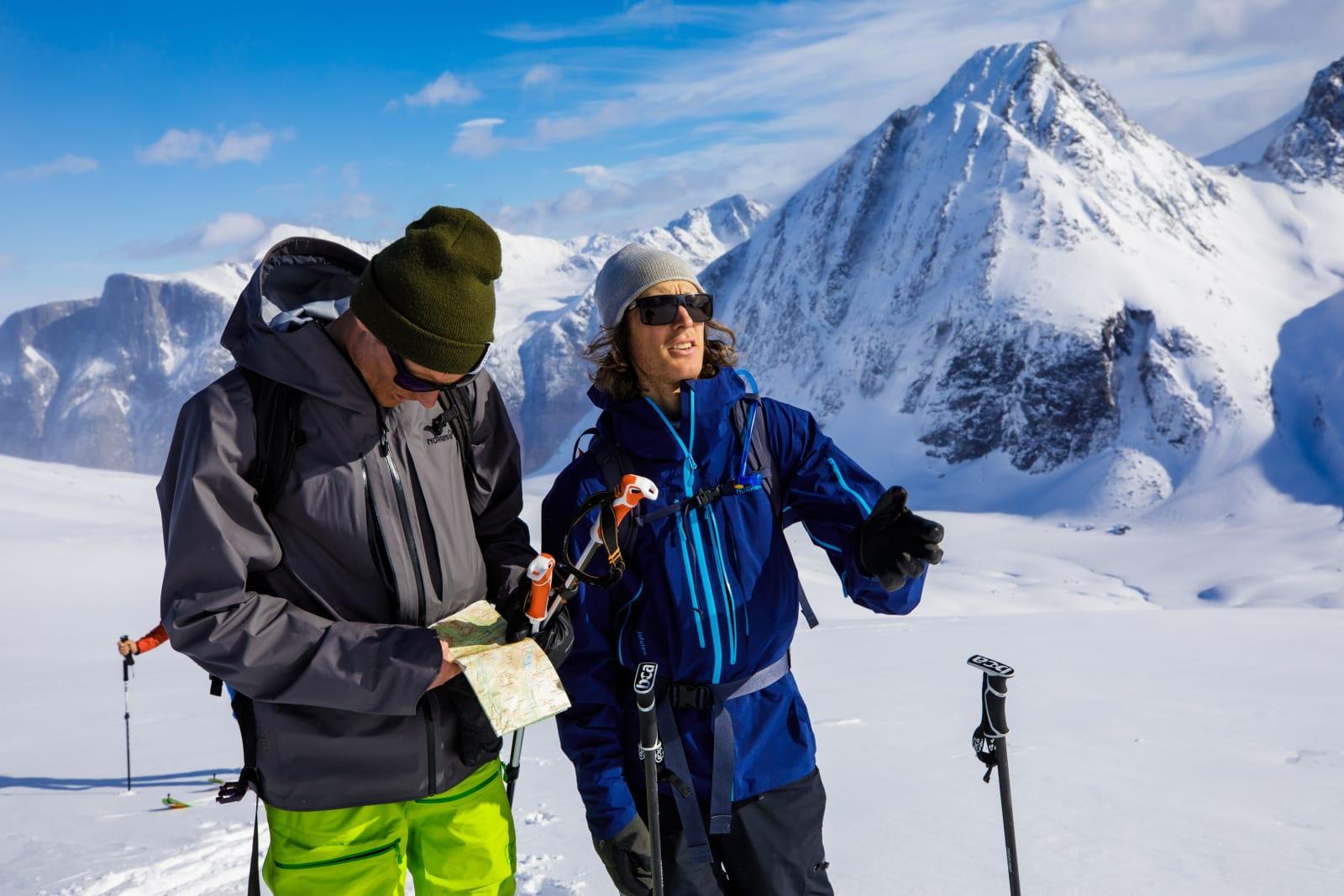 Asbjørn Eggebø Næss og Even Sigstad sjekker om kartet stemmer. Bilde: Terje Aamodt