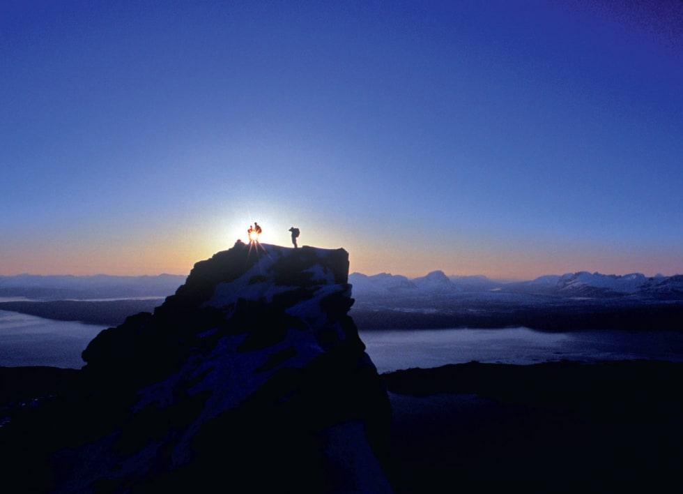 Solens siste stråler for dagen på Rombakstøttas topp. Foto: Lars Thulin / Toppturer rundt Narvik