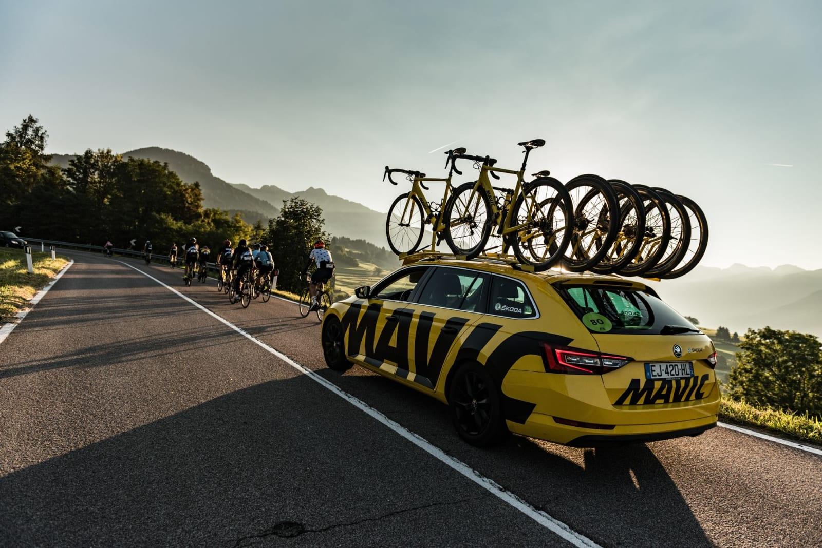 FØLGEBIL: Flere av bilene du finner i Touren, finner du også i Haute Route. Foto: Arrangøren.