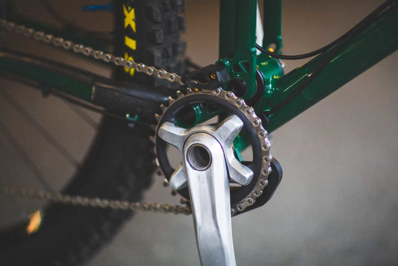 DIY: Magnus har selv pusset ned SLX-kranken for å få en blank finish som matcher resten av sykkelen. Foto: Kristoffer H. Kippernes