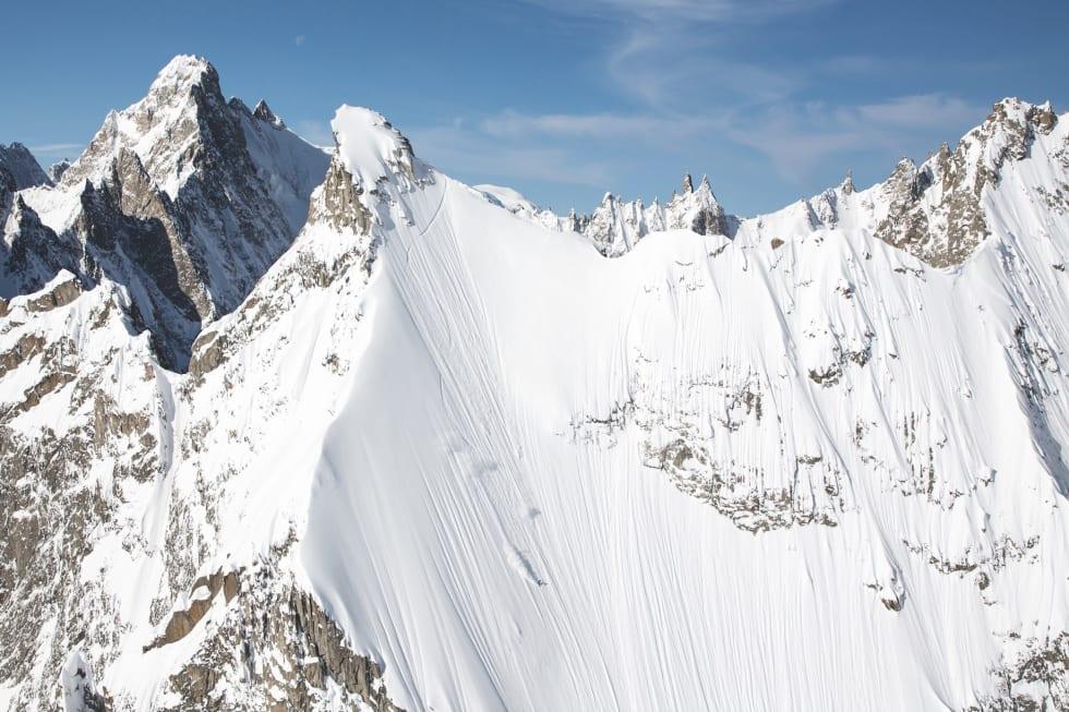 STORFJELLS-SJEF: L ´aiguille de Amone i Frankrike er et av Alpenes råeste skifjell. Her får Wille Lindberg signere den store og styggbratte facen. Bilde: Soren Rickards