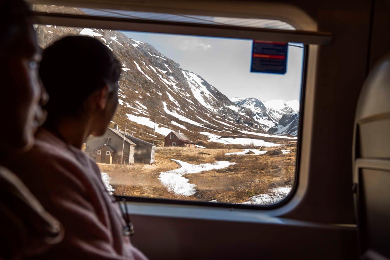 OSLO - VOSS: For Caroline Vamnes og Trine Simonsen begynner turen på Bergensbanen. Bilde: Magnus Roaldset Furset