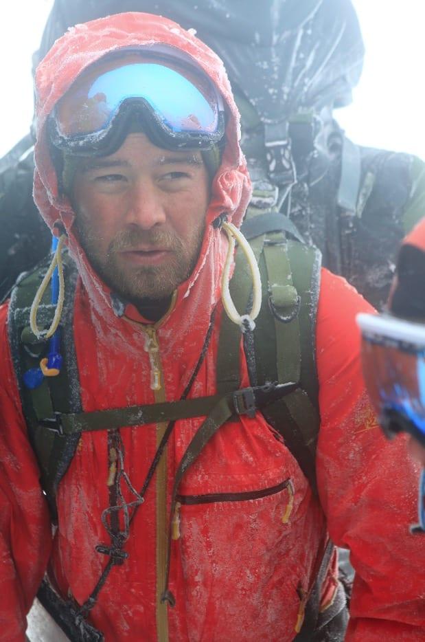 | SYV DELTAGERE, SYV SØSTRE: I 2014 møtte Robin Gustavsen og de andre deltagerne stadig på røft vær langs ferden mot Nordkapp, som under forsøket på å krysse de Syv Søstre på Alstahaug i Nordland.