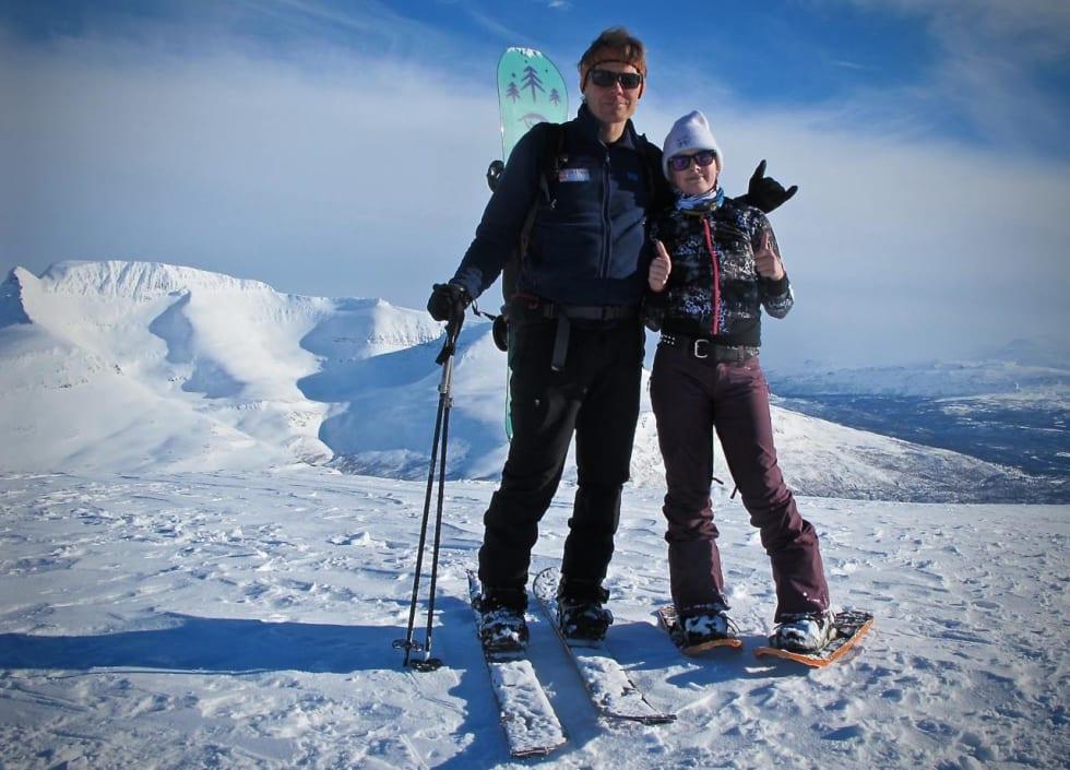 HJEMME: Jarkko-Juhani Hentonen på toppen av Sjufjellet, en av nabotoppene til Blåbærtinden, sammen med datteren sin.