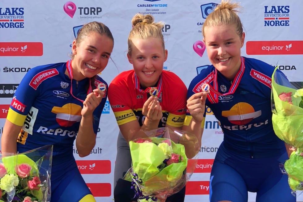 NM-GULL: Silje Mathisen vant alle de individuelle øvelsene under NM 2018. Her med Pernille Feldmann (til venstre) og Amalie Lutro etter gaterittet. Foto: Bjørn A. Olsen
