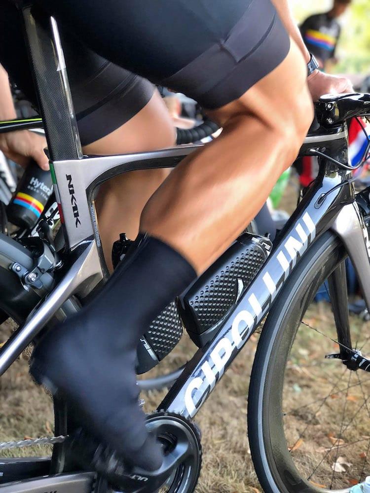 DETALJER: Glattbarberte legger og gjennomført stil er detaljer som kan skremme konkurrentene. Foto: Geir Iversby
