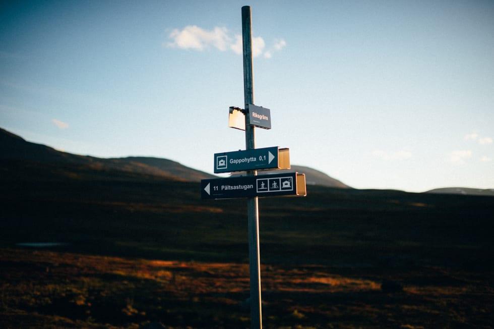 Du er her: Skiltet forteller det ikke, men den mest spektakulære delstrekningen er rett rundt hjørnet.