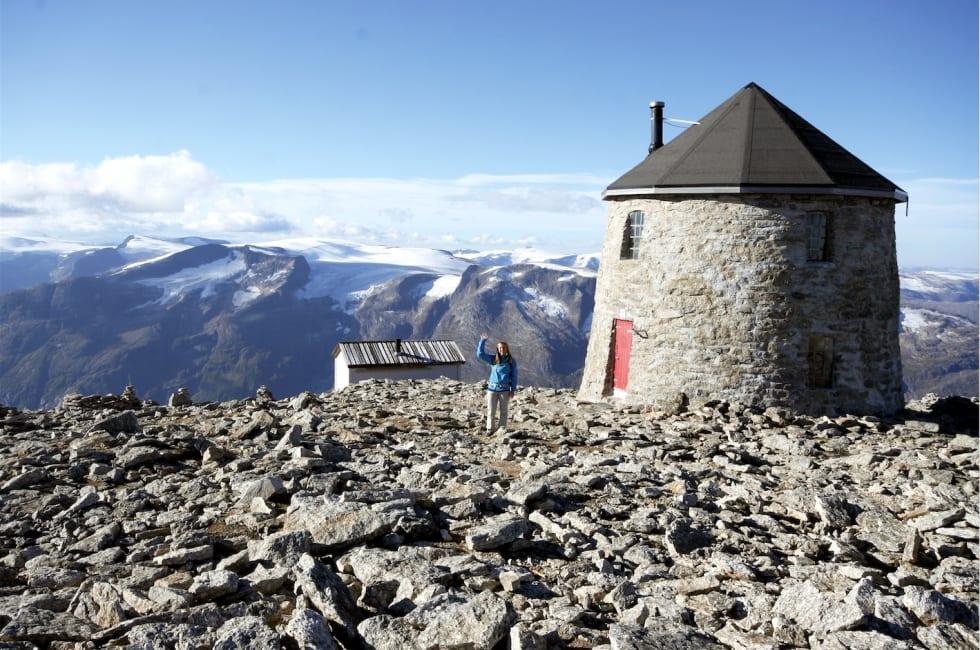 Skålatårnet på toppen av Skåla. Foto: Sandra Lappegard