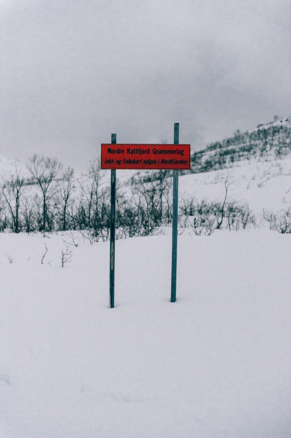 PÅ PLASS: Vesentlig skilting. Foto: Sjur Melsås