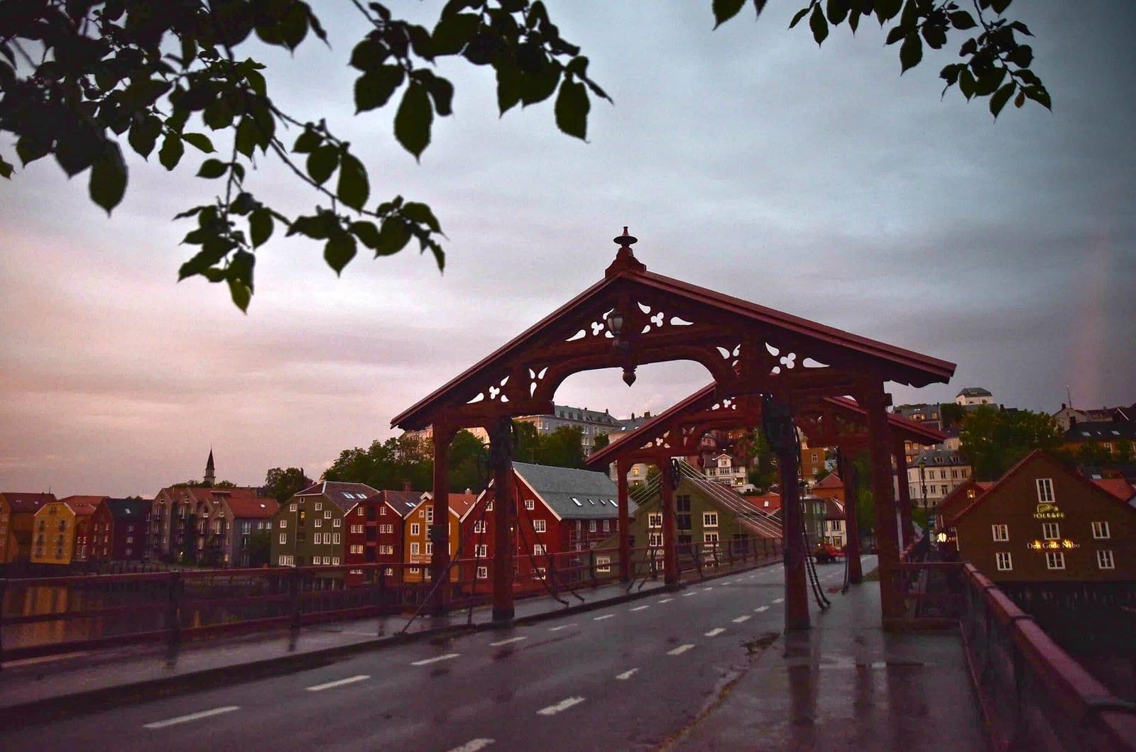 STILLE: Det var en rolig morgen i Trondheim før startsignalet til årets Styrkeprøven gikk. Foto: Gran Fondo World Tour