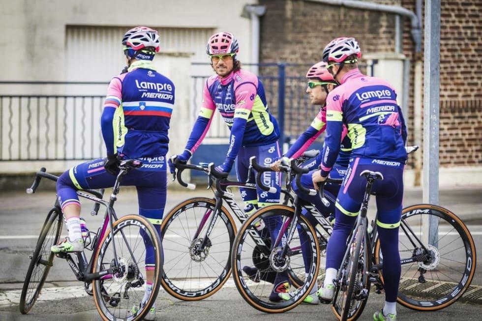 STILLE FØR STORMEN: Lampre-Merida på Scultura Disc to dager før Paris-Roubaix. Mon tro når vi får se dem med skivebremser igjen? Foto: Daniel Geiger