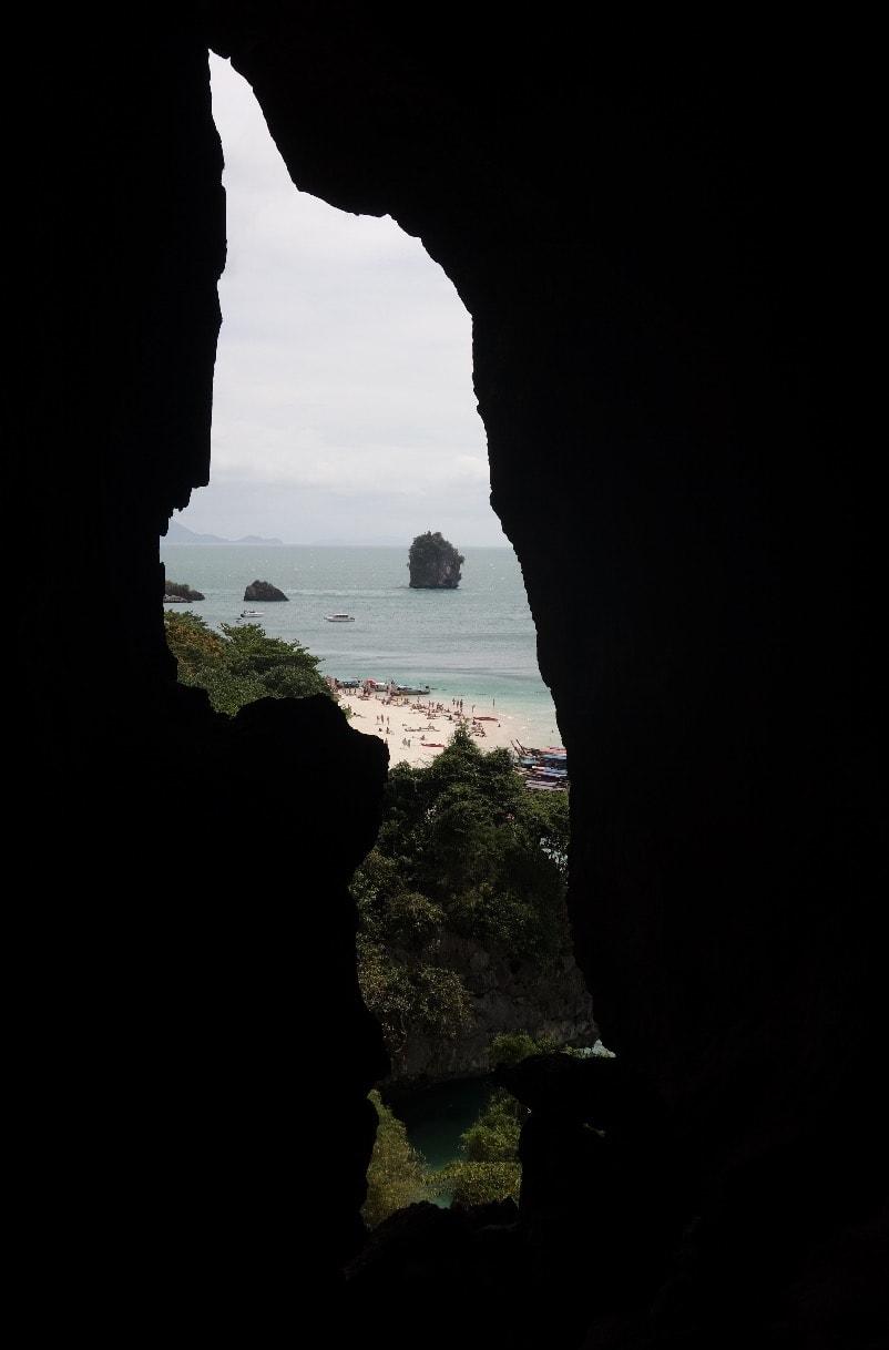 UTSIKT: Mot Phra Nang Beach fra innsiden av Princess Cave. Foto: Dag Hagen