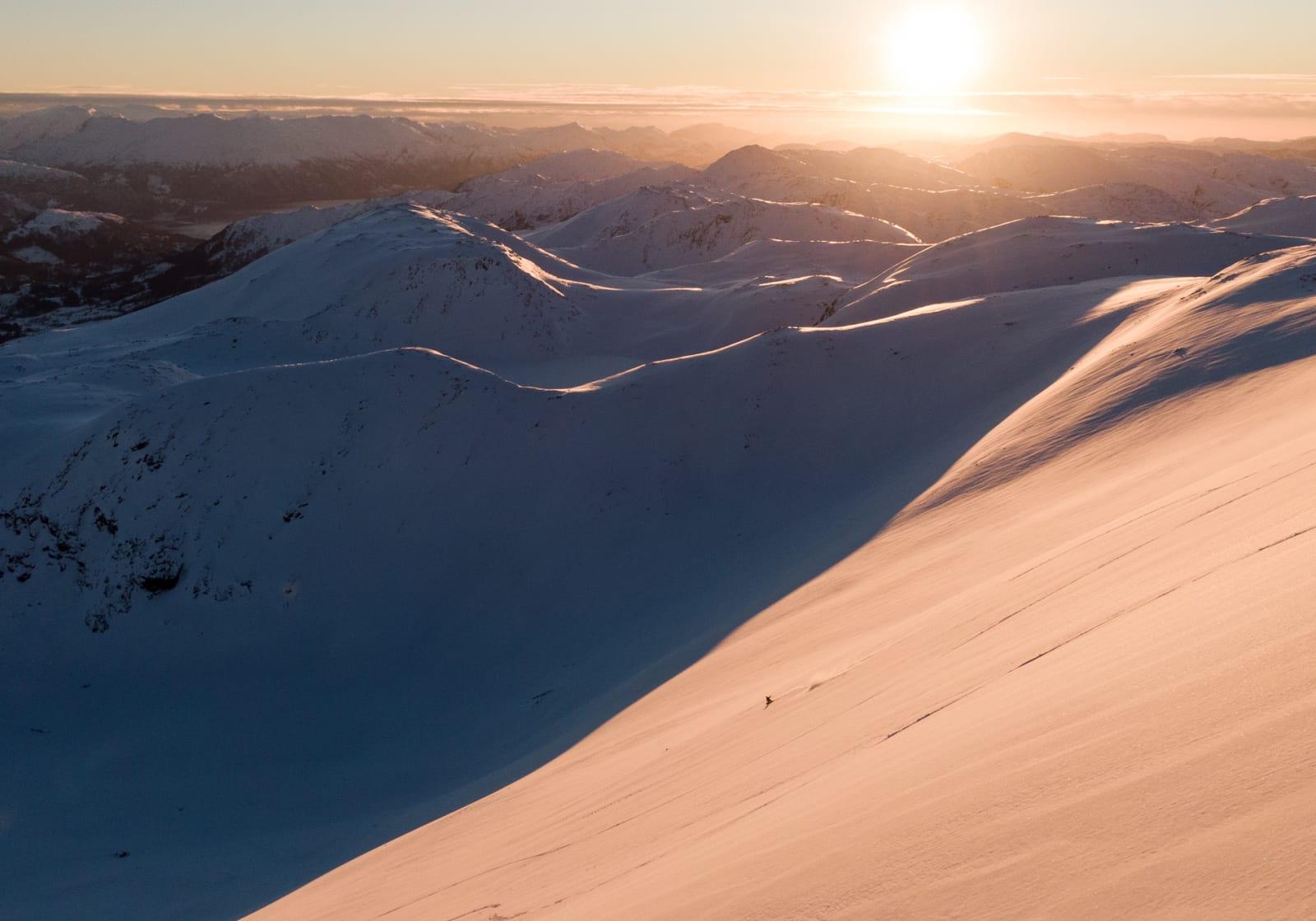 TILKJØRT: Fra toppen av Harpefossen skisenter når du terreng som dette med cat-en. Bilde: Christian Nerdrum