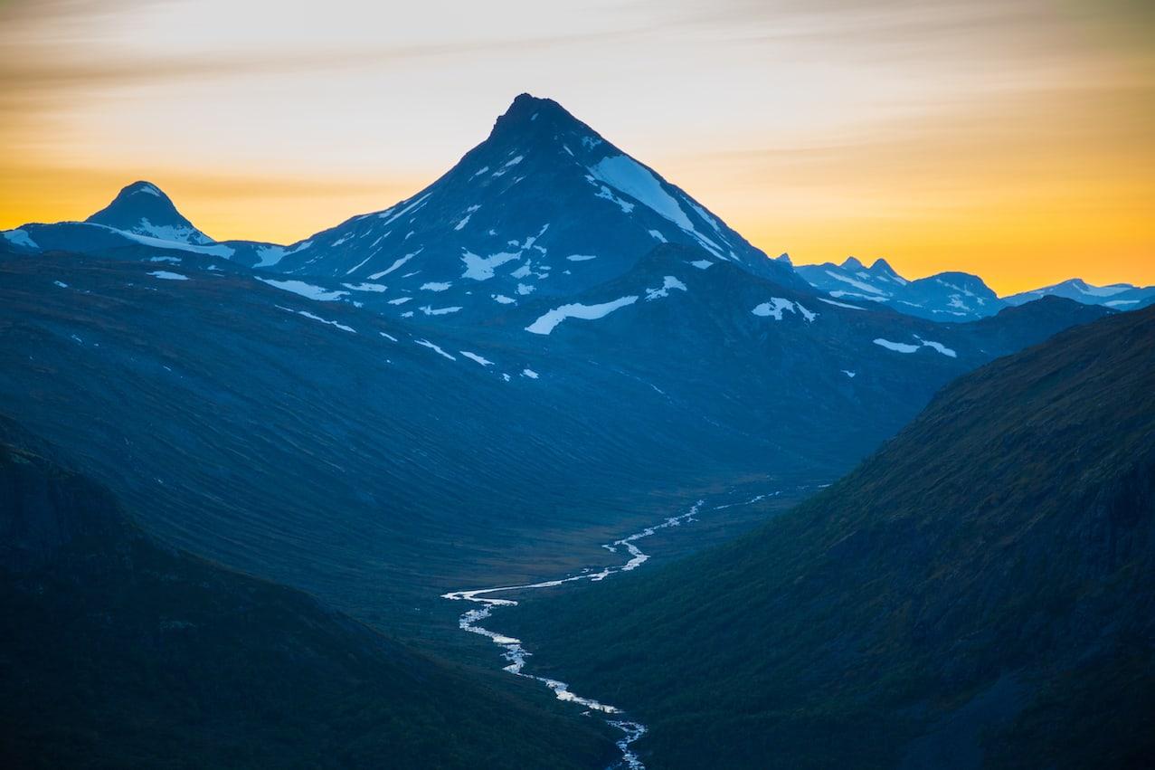 SOMMER I JOTUNHEIMEN: På dager som dette, finnes ingen finere sted å være enn i fjellet. Foto: Morten Helgesen