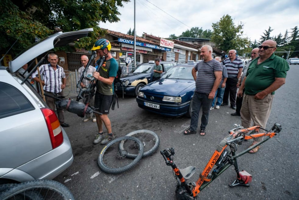 TURISTATTRAKSJON: Stisykler er tydeligvis fortsatt en kuriositet i Georgia. Sykkelstativer også, for den del.