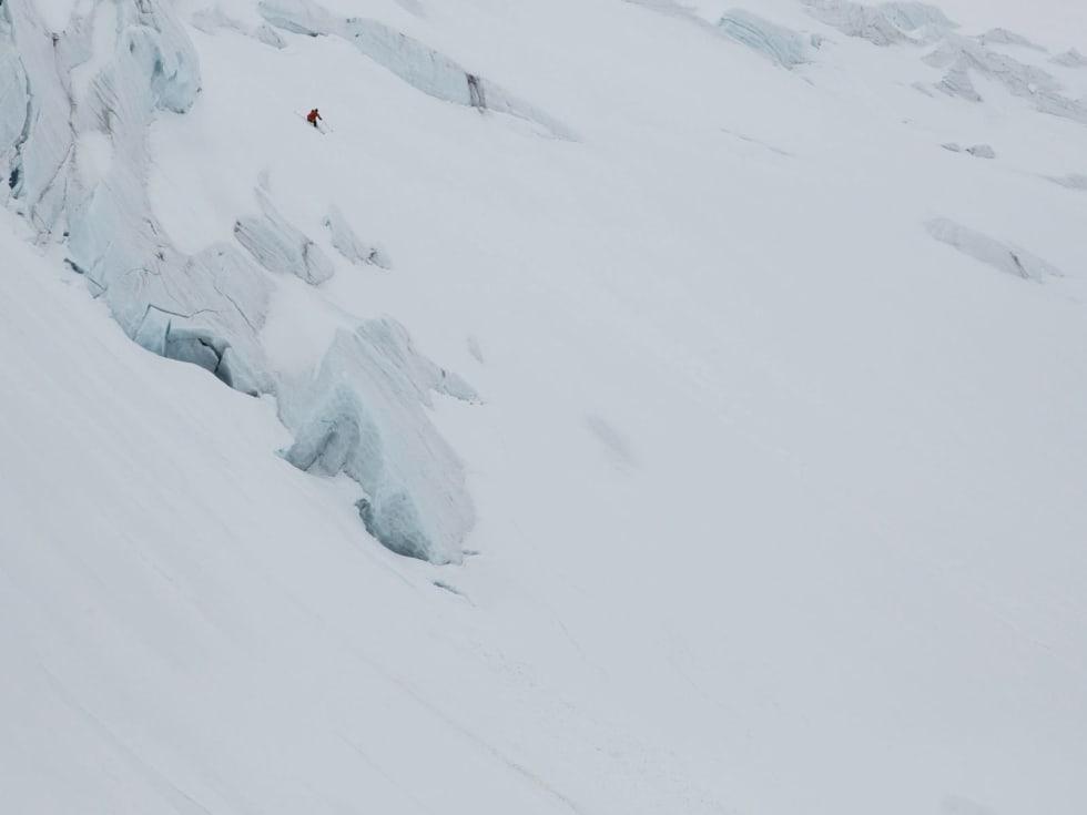 ARKTISK TETRIS: Mellom bresprekker og snø ut med havet heve Patrik Jonsson fenge sin heim.