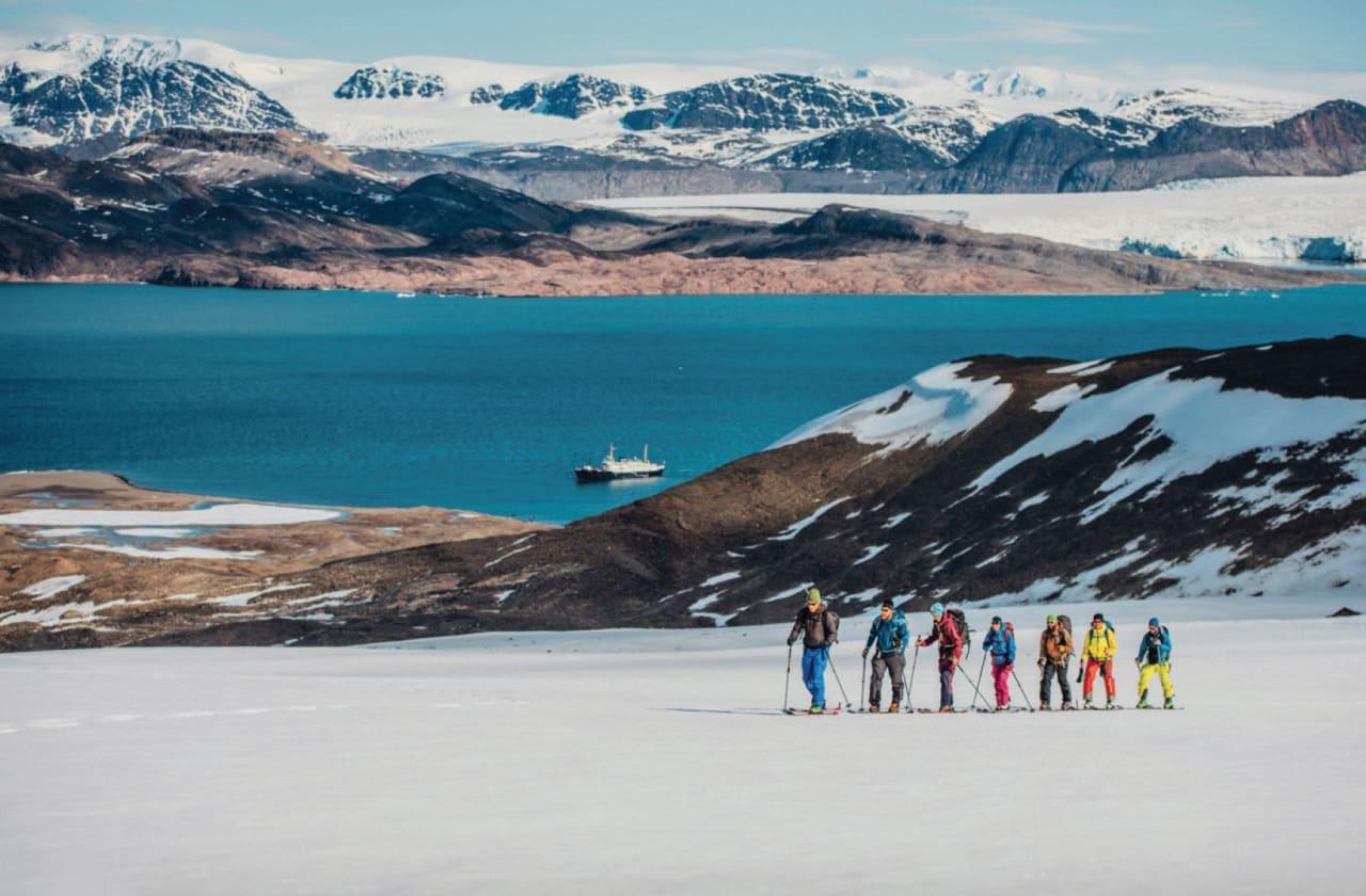 FJÆRA: Å gå fra fjord til fjell gir en egen opplevelse av toppturene. Foto: Bård Basberg