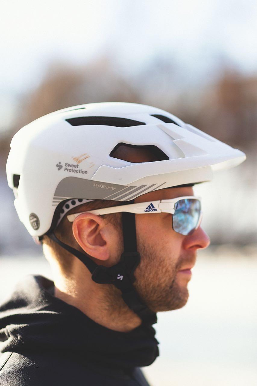 PLASS TIL BRILLER: Sweet Dissenter har bedre plass til briller enn de to andre i denne testen.