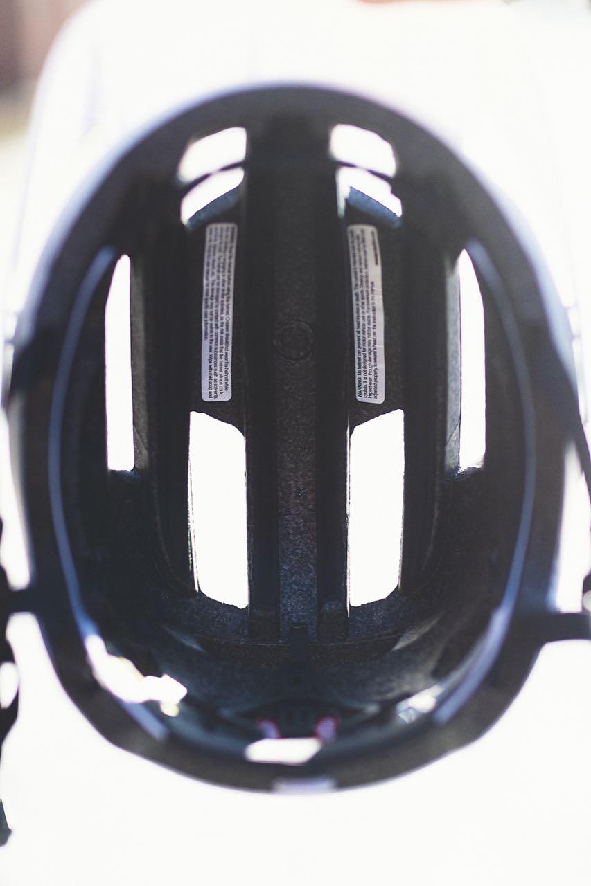 LUFTIG: Sweet Dissenter har fine luftekanaler gjennom hele hjelmen.