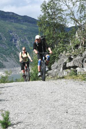 Den første delen av turen til Himmelstigen er enklest med sykkel.