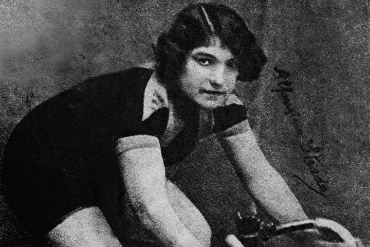 POPULÆR: Alfonsina Strada gjorde sitt til at Giro d'Italia ble et populært ritt. Foto: RCS Archives.