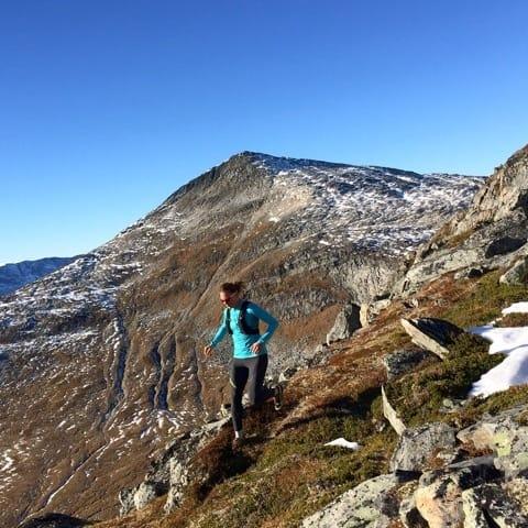 OPPDAL: Tidligere alpinist Janette Hargin, her på vei ned Halsbekkhøa. Foto: Margrete Vognild Blokhus