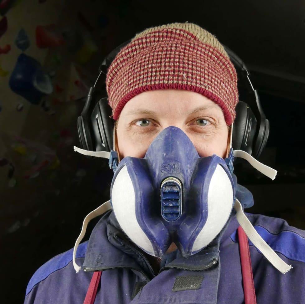 GASS: Det er ikke helt trygt å puste inn gassene fra verkstedet. Foto: Stian Christopher Viken