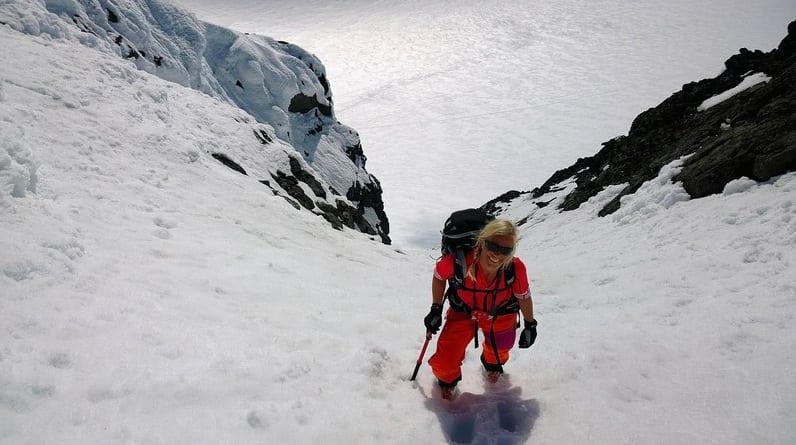 For å komme til topps på Saksa må man forsere en 45 graders renne. Belønningen er formidabel utsikt i alle himmelretninger.