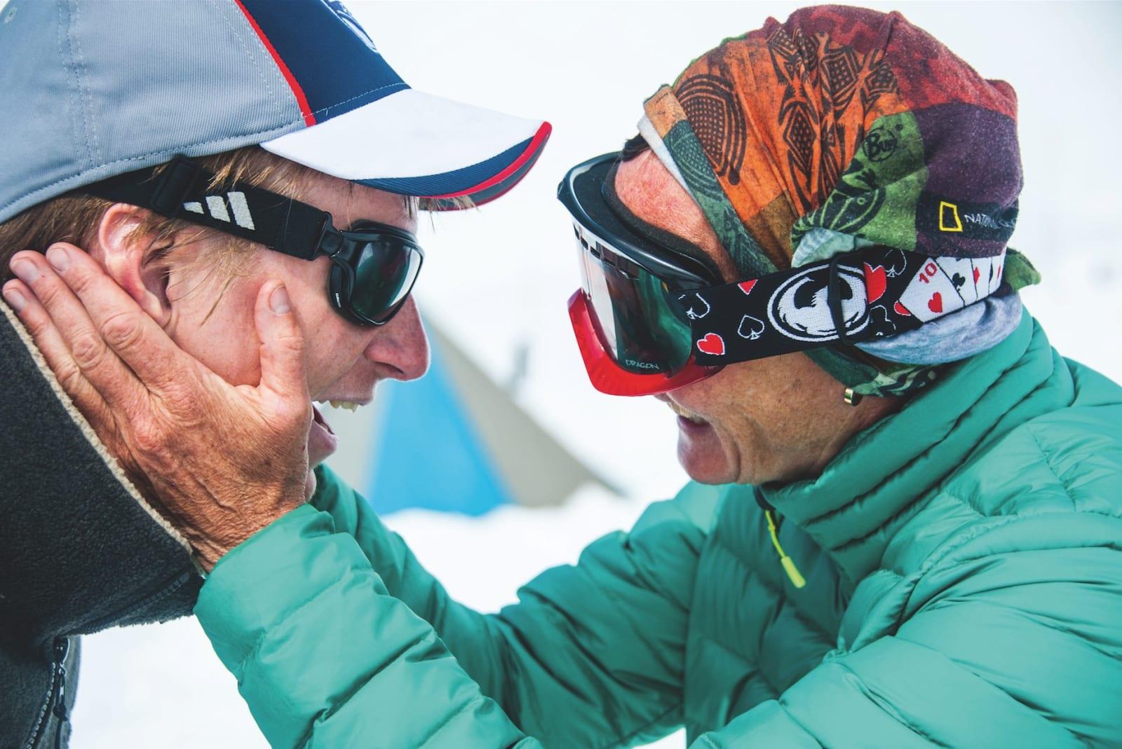 MUNTRASJONSRÅD: Lisbeth og sønnen Jens viser ekte fjellglede og oppmuntrer hverandre til suksess.