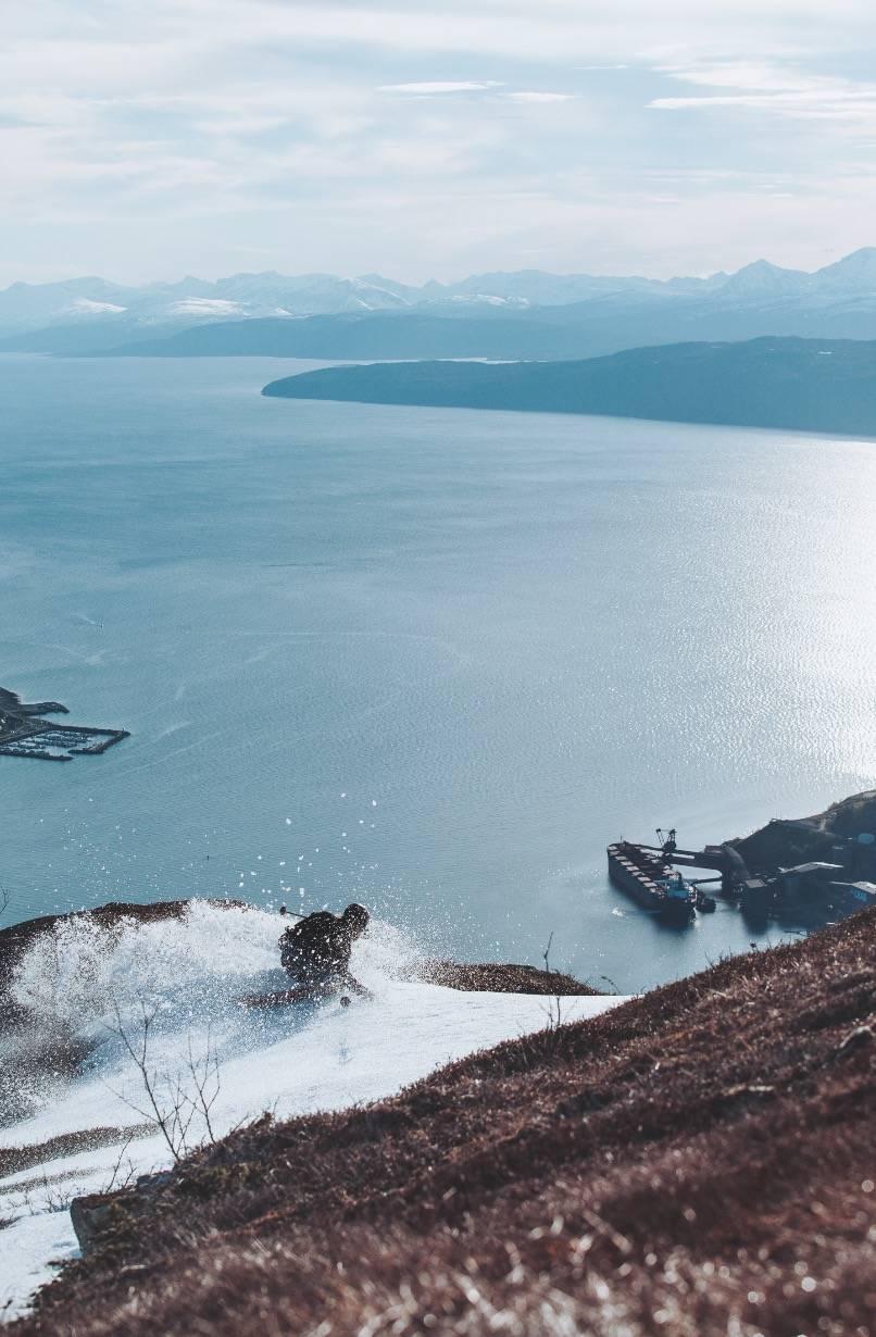 KJENT BÅT: Denne havna har vært med på mange skibilder. Men ikke så mange tatt i juni.