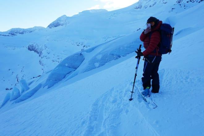 PÅ BRE: Å ferdes på isbre krever ekstra oppmerksomhet – og kan gi ekstra flotte opplevelser som er verdt å dokumentere. Foto: Tore Meirik