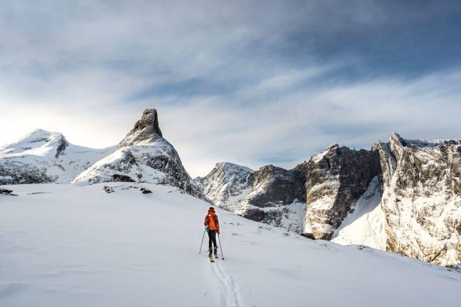 NORDVEGGEN I SIKTE: Romsdalshorns klassiske nordside venter. Foto: Sindre Kolbjørnsgard