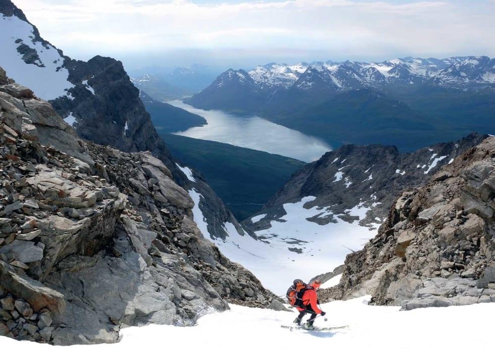 TIDENES TOPPTURSOMMER: Svein Mortensen nyter 1000 deilige høyde-meter på Jiekkevarri i Lyngen 4.august. Bilde: Espen Nordahl
