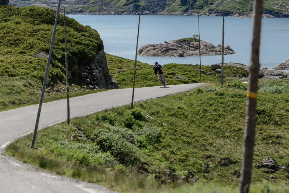 HIT OG DIT: Peter Andreas knekker til venstre, uten å ane veiens neste overraskelse bak svingen.