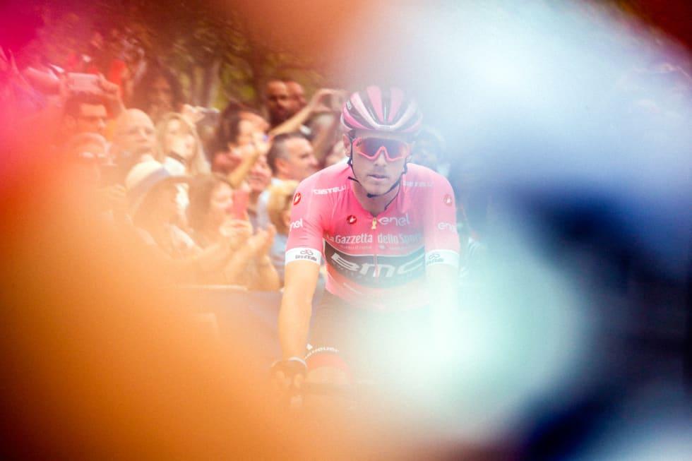 ROSA TRØYE: Seieren på første etappe i Giro d'italia 2018 resulterte i fire dager i ledertrøyen. Foto: Cor Vos.