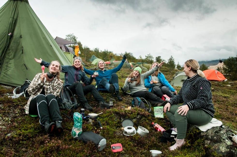 God stemning rundt teltet er viktig del av Fjellfilm. Foto Alexandra Jarna
