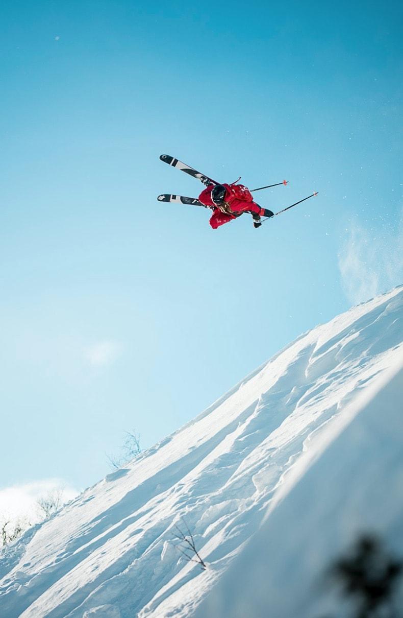 BYGGEREN: De lokale tar seg sjelden tid til å bygge hopp. Unntaket er HSG-trener Svein Olav Lien.