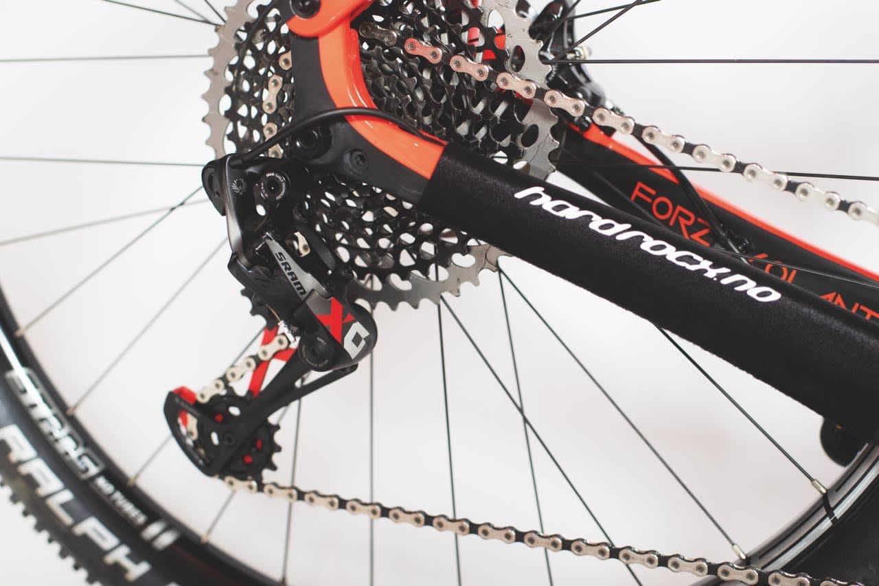 HØYVERDIG: Utstyrspakka på Hard Rocx-sykkelen er av høy klasse, men neoprenbeskytteren på setestaget føles litt gammeldags.