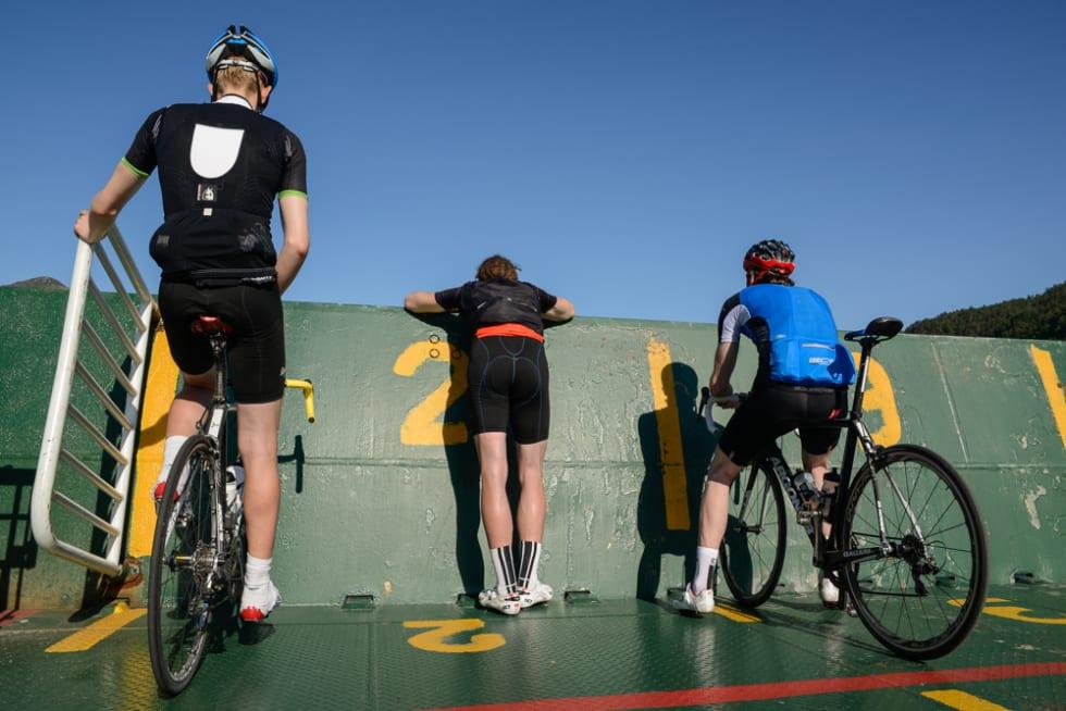 ANNERLEDESLAND: For en syklist er gresset grønnere på andre siden av vannet. Båten tar deg dit.