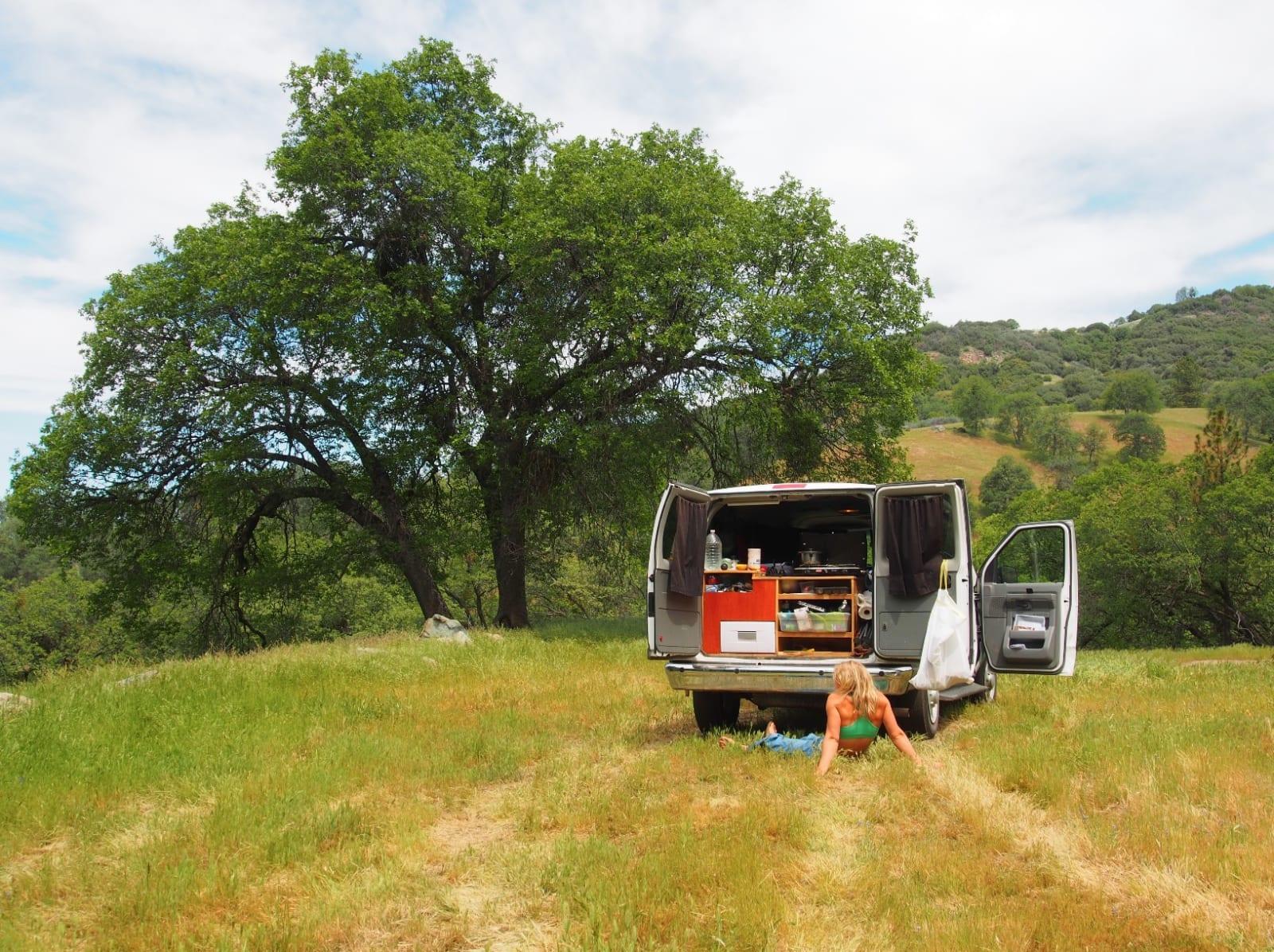 TRIVES PÅ LANGTUR: I sommer har Voldner reist landet rundt og klatre i forbindelse med et nytt bokprosjekt. På bildet er hun på langtur i USA. Bilde: Privat