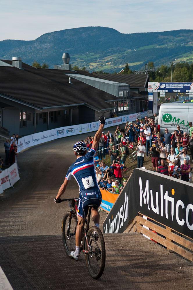 OUI! Julien Absalon er kongen av rundbane. I Hafjell vant han til slutt med nesten to minutter. Foto: Øyvind Aas