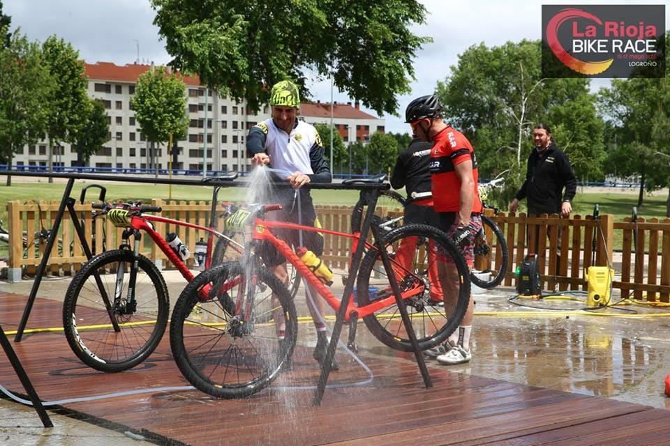 UTSTYRET I ORDEN: Arrangøren har gode vaskemuligheter og mulighet for kjøp av gode mekanikertjenester. En robust sykkel med solide dekk er uansett å anbefale.