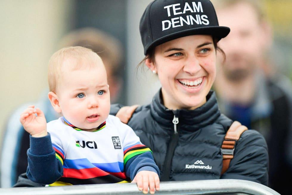 STØTTE FRA FAMILIEN: Dennis' selv sier kona, tidligere banesyklist Melissa Hoskins, er den som har lidd mest i hele prosessen. Foto: Cor Vos.