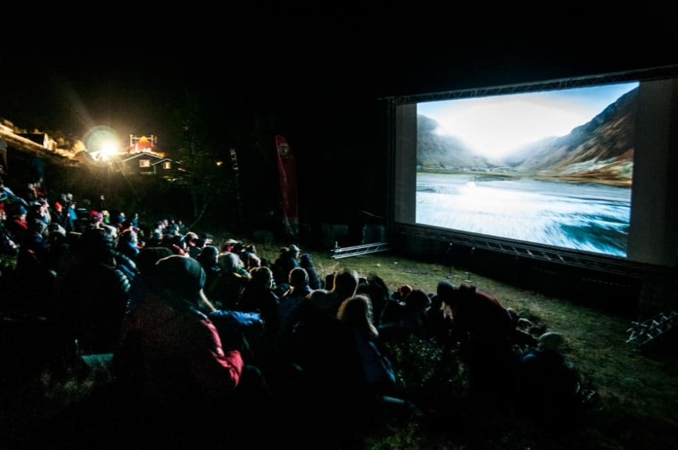 Se fjellfilm utendørs på Fjellfilmfestivalen. Foto Alexandra Jarna