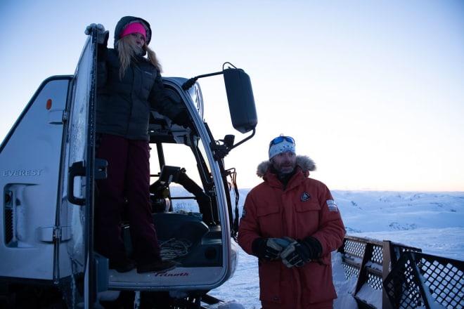FORNØYDE DRIVERE: Daglig leder Nina Lensebakken og driftssjef Idar Aaboen er også eierne av Stryn sommerskisenter, som starter catskiing fredag. Foto: Anki Grøthe