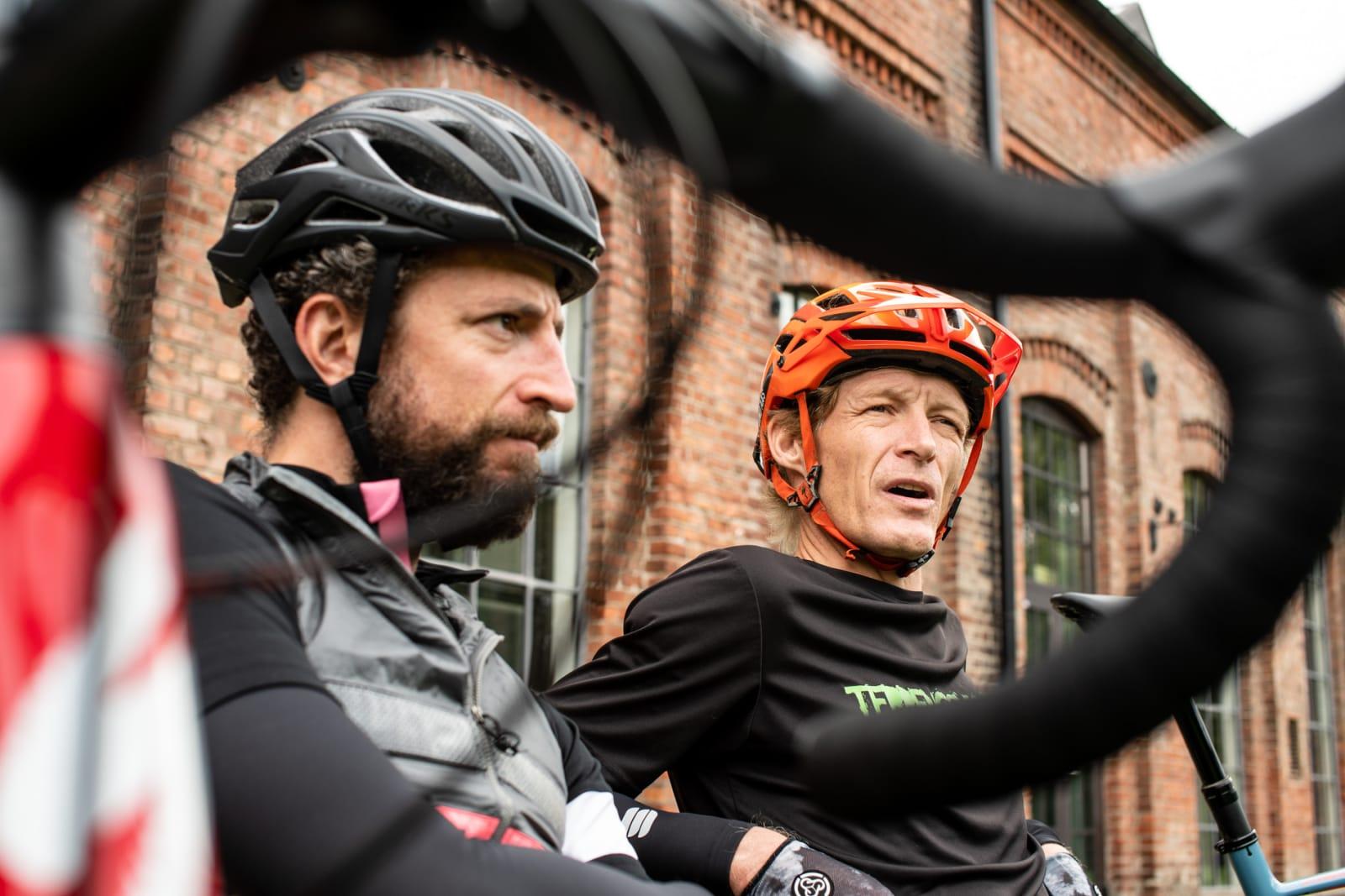 MOTEPRAT: Henrik Alpers og Øyvind Aas er ikke kjent for å holde igjen når femmeren blir puttet på... Bilde: Christian Nerdrum