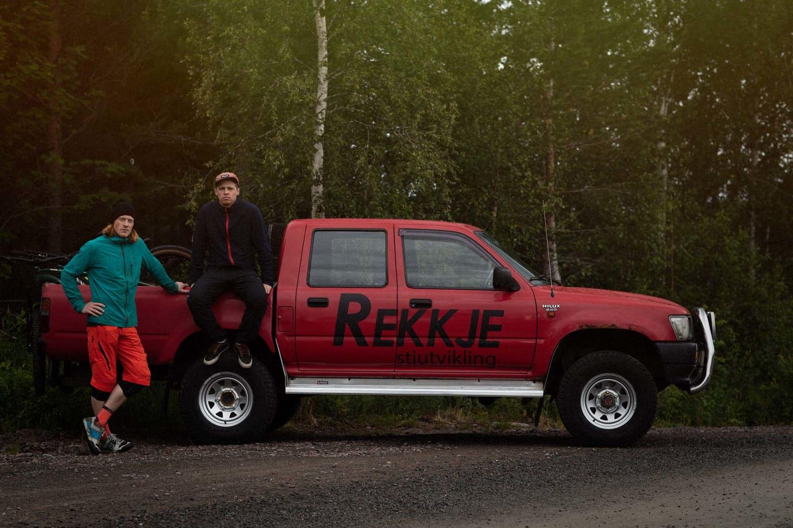 FIRMABIL: Roald Eidsheim og kollega Trygg Lindkjølen ankom Trysil med stil, i egen firmabil. Foto: Kristoffer H. Kippernes