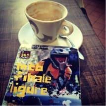 LESESTOFF: Italiensk kaffe og sykkelblad er en god start på mye.